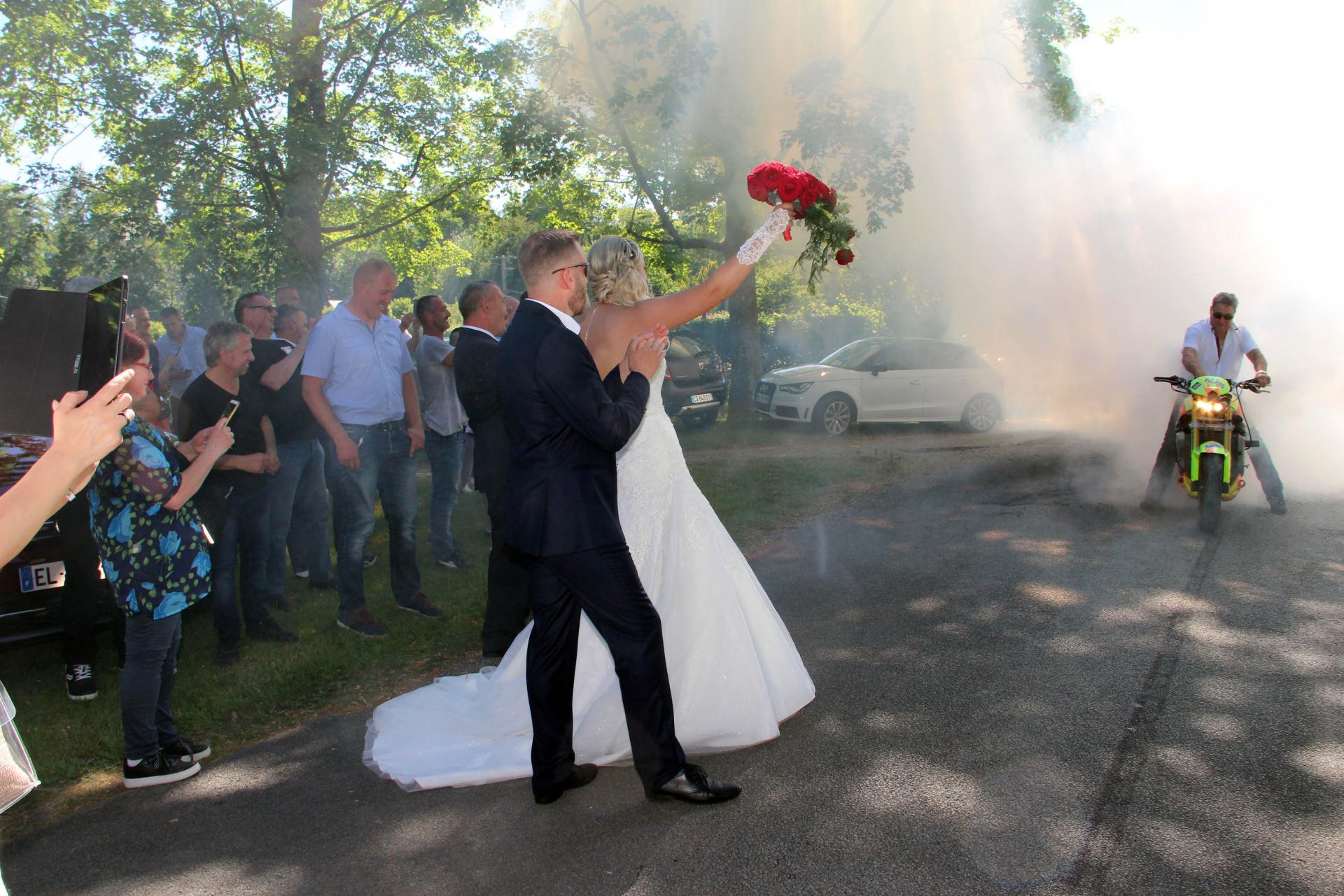 Le mariage d'Aline et Thimothée est ligne